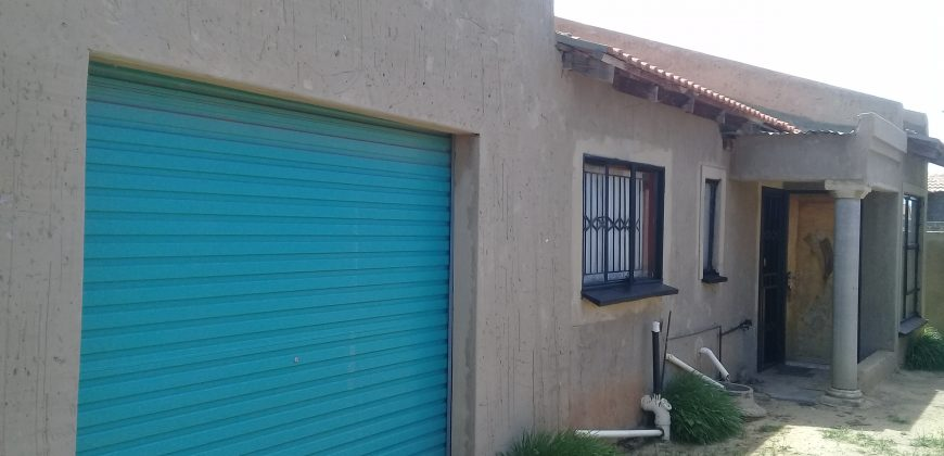 House for sale in Phase 4 Tshepiso